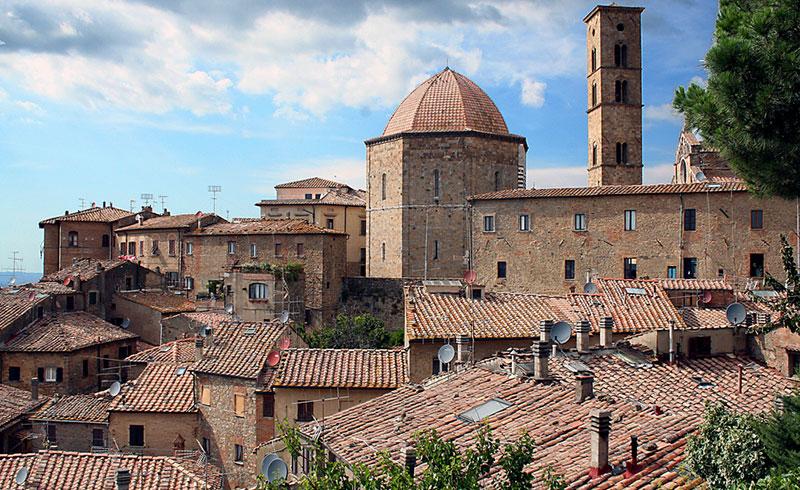 Volterra città medievale Toscana